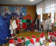 Biedronki podczas przedstawienia Mikołajkowego w wykonaniu studentów Uniwersytetu Szczecińskiego