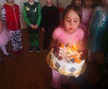 Słoneczka świętują urodziny koleżanki